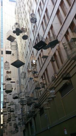 Display de cages dans une rue de Sydney, (Australie) -